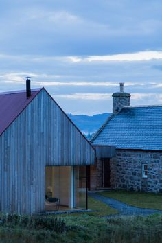 Moxon Architects has breathed new life into Coldrach, a formerly derelict farmhouse in the Cairngorms National Park in the Scottish Highlands.Situated at Crathie in the Lochnagar National Scenic Area, Coldrach is an 18-century farmhouse that has been sensitively restored as a private home with an...