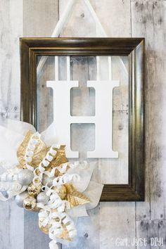 Craft your own Monogram Door Hanger from an old picture frame for a festive Christmas greeting. : Craft your own Monogram Door Hanger from an old picture frame for a festive Christmas greeting. Door Picture Frame, Old Picture Frames, Diy Wall Decor, Diy Home Decor, Decor Crafts, Diy Frame, Door Hangers, Interior, Design