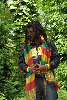 Find images and videos about boy, dreads and bob marley on We Heart It - the app to get lost in what you love. Reggae Style, Reggae Music, Bob Marley Painting, Rastafarian Culture, Dreadlock Rasta, Rasta Man, Jah Rastafari, Afro Men, Natural Man