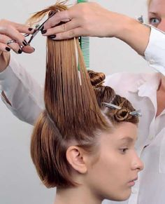 """Step-by-Step Technique--in this case a huge no-no. Never cut into your weight line or """"frame"""" of the cut, as is done here. Short Curly Hair, Short Hair Cuts, Curly Hair Styles, Hair Cutting Techniques, Hair Color Techniques, Cut Hair At Home, Mom Haircuts, Egg Hair Mask, How To Cut Your Own Hair"""