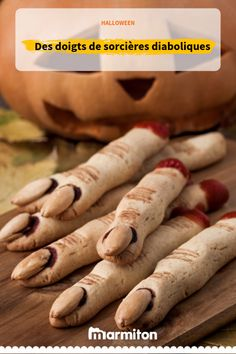 Looking for easy finger food ideas? These witch finger cookies will be perfect for your spooky celebration. Dessert Halloween, Halloween Cakes, Halloween Treats, Halloween Diy, Halloween Foods, Halloween 2020, Witch Finger Cookie Recipe, Witch Finger Cookies, Haloween Party