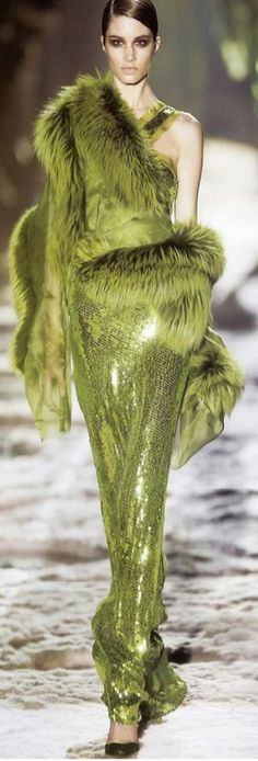 Marija Vojovic Gucci by Tom Ford Gowns Gowns Gowns ♠♥♠♥ Couture Fashion, Runway Fashion, Womens Fashion, Green Fashion, High Fashion, Cristian Dior, Vert Olive, Olive Green, Fabulous Furs