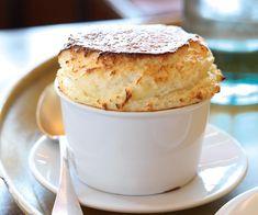 Pour un dessert gourmand, nous vous suggérons cette recette de soufflé au Grand Marnier. C'est un régal.