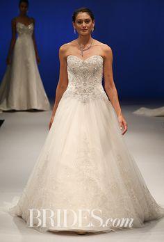 Casablanca - Fall 2017. Wedding dress by Casablanca