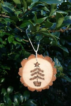 Primitive Christmas Tree with Star Topper Ornament Wood Burning by keri Ornaments Design, Wood Ornaments, Diy Christmas Ornaments, Christmas Art, Christmas Projects, Christmas Tree Decorations, Ornament Tree, Wood Slice Crafts, Wood Burning Crafts