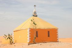 Traditional house in the desert just outside Nouackhott in Mauritania by Ferdinand Reus.