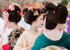 Baikasai 2016: first-year maiko Naokinu, senior maiko Katsuna and senior geiko Umeha
