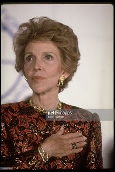 Portrait of First lady Nancy Reagan at tribute for her work against drugs. 40th President, President Ronald Reagan, Nancy Reagan, Greatest Presidents, Hollywood Actor, Best Actor, Actors, Famous People, Drugs