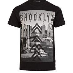 Tricoul River Island ce are in partea din fata un imprimeu ce reprezinta o imagine din Brooklyn New York, este un tricou casual ce nu trebuie sa lipseasca din garderoba ta. Este confectionat din bumbac 100% ceea ce ii confera o confortabilitate aparte. River Island, Yorkie, Neck T Shirt, Love Fashion, Brooklyn, New York, Casual, Clothing, Shirts
