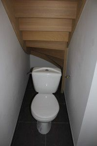 am nagement d co toilettes sous escalier toilet and. Black Bedroom Furniture Sets. Home Design Ideas