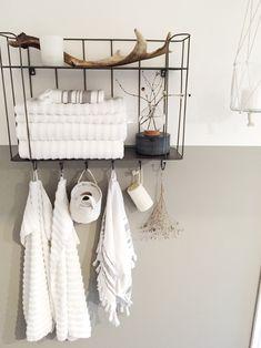 Make-over af badeværelset - livingonabudgetdk Coastal Bathrooms, Dream Bathrooms, Bath Decor, Bedroom Decor, Basement House, Scandinavian Home, Closet Bedroom, House Rooms, Bathroom Inspiration