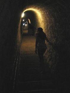 """Le souterrain des 1 000 marches du Fort Libéria  L'escalier souterrain que l'on appelle """"souterrain des 1 000 marches"""" se situe entre le Fort Libéria et la ville fortifiée de Villefranche-de-Conflent, dans les Pyrénées-Orientales."""