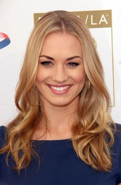 We were watching Chuck the other night and I realized: Hey! If I grow my hair out long enough I could do my hair like Yvonne Strahovski ! Looks simple and easy to just wash and let dry:Just what I need.