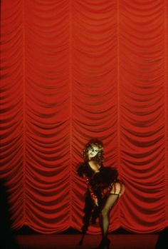 Susan Sarandon, Tim Curry, Barry Bostwick, Nell Campbell, and Peter Hinwood in The Rocky Horror Picture Show Rocky Horror Show, The Rocky Horror Picture Show, Red Aesthetic, Aesthetic Pictures, Film Aesthetic, The Frankenstein, Horror Themes, Susan Sarandon, Time Warp