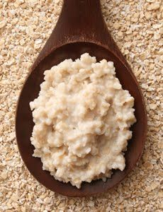 DIY OATMEAL MASK FOR OILY / ACNE SKIN    {Oatmeal clears clogged pores. An anti-inflammatory, onions help heal acne scars.} * 1 ounce purified mineral water * 3 tablespoons plain organic oatmeal * 1 medium onion, peeled (Non oily skin: no onion and milk instead of water)  1. Boil water and pour over oatmeal, letting steep for five minutes. 2. Finely grind onion in a food processor, making a smooth puree. Add to the oatmeal while still warm.