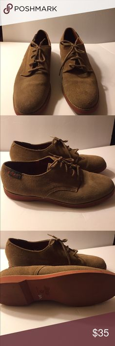 Bass Suede Women Oxford Shoe Beautiful traditional bass leather suede oxford shoe. Lace front and the color is tan. There is wear to the leather but can have leather conditioning done. The shoe is in good wearable condition and it still has life. Bass Shoes Flats & Loafers