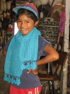 Ein Set aus #Schal und #Mütze aus peruanischer samtweicher #Hasenwolle. Hasenwolle hat hier in Peru eine sehr lange Tradition bei der Herstellung von Schals   und anderen Accessoires, diese Wolle kratzt nicht und wird gerade von Kindern daher gerne   getragen. Crochet, Fashion, Ponchos, Accessories, Mens Fashion Sweaters, Fur, Hare, Arts And Crafts, Crochet Hooks