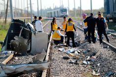 Al menos nueve muertos y varios heridos en la colisión de un tren con un minibús en Turquía