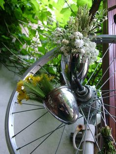 Fahrradlampenvasen / Bicyle lamps become vases / Upcycling Vases, Plants, Repurpose, Bicycling, Bicycle, Nature, Plant, Vase, Planets