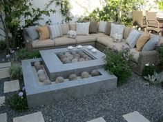 Fabulous outdoor seating and fire pit idea.