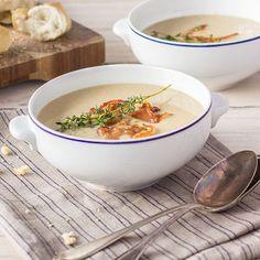Wenn im Herbst die Maronen von den Bäumen regnen und kühler Wind die ersten Nasen rötet, ist genau die richtige Zeit für den Duft von frisch zubereiteter Suppe. Nussige Maronen, süßliche Petersilienwurzel und aromatischer Fenchel verleihen dieser Suppe einen herrlich herbstlichen Geschmack. Unbedingt ausprobieren!