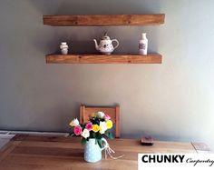 Recuperado granero madera y estantes de Metal hecho a mano.