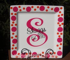 @Christy Polek Polek puckett ....this is how I want the Christmas Plate done...minus the polka dots of course...can you do?