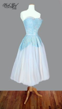I'm going to start wearing vintage wedding dresses as regular dresses with a piece like this!