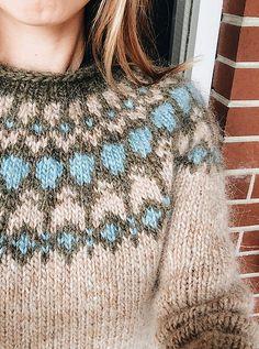 Ravelry: paulaleme's Blue Lagoon Sweater