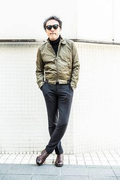 Mode Masculine, Mod Fashion, Mens Fashion Suits, Military Inspired Fashion, Casual Wear For Men, Green Bomber Jacket, Outfit Combinations, Men Looks, Autumn Winter Fashion