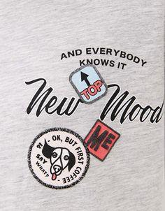 Camiseta mangas blusa. Descubre ésta y muchas otras prendas en Bershka con nuevos productos cada semana