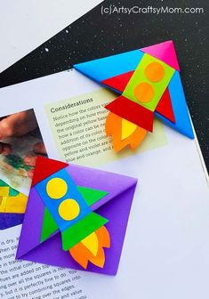 DIY Rocket Corner Bookmark Reading takes you places and now you can take that trip on a rocket! Make this bright and colorful Rocket Corner Bookmark with supplies you already have. Bookmark Craft, Corner Bookmarks, Bookmarks Kids, Rocket Craft, Diy Rocket, Origami Rocket, Projects For Kids, Diy For Kids, Glue Crafts