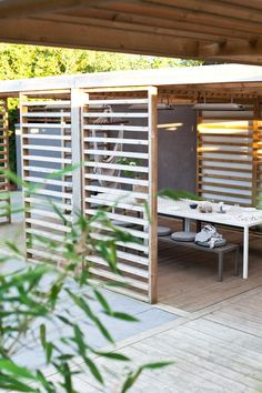 The pergola kits are the easiest and quickest way to build a garden pergola. There are lots of do it yourself pergola kits available to you so that anyone could easily put them together to construct a new structure at their backyard. Pergola Swing, Pergola Patio, Pergola Kits, Backyard Patio, Backyard Landscaping, Pergola Designs, Patio Design, Garden Design, Modern Pergola