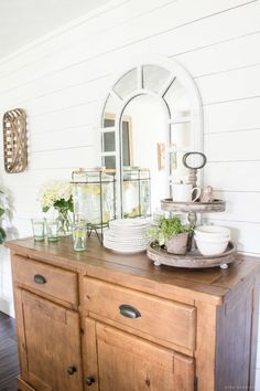 You know what your dining room really needs? A drink station that can serve up fresh lemonade the moment you come back from the beach.