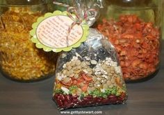 Gardening Vegetable Make your own Garden Vegetable Soup mix. Makes a tasty gift from the kitchen or gift in a jar. Includes mixing and cooking instructions. Dry Soup Mix, Soup Mixes, Dehydrated Vegetables, Dehydrated Food, Veggies, Jar Gifts, Food Gifts, Gift Jars, Garden Vegetable Soup