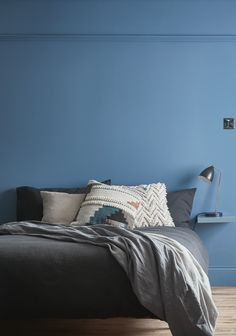 #castorama #inspiration #decoration #ideedeco #tendancedeco #peinture #chambre #bleu #coussin #GoodHome Bedrooms, Inspiration, Furniture, Home Decor, Room Paint, Master Bedrooms, Home, Biblical Inspiration, Decoration Home