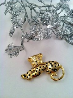 Vintage Brooch  Vintage Leopard Cat Gold tone by ConstantlyAlice, $16.00