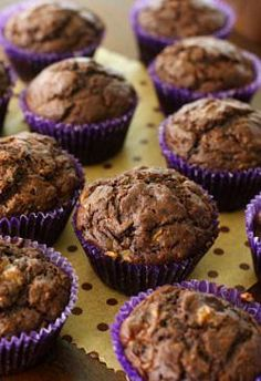 Chocolate Banana Cupcakes and many other healthy cupcakes and muffins! Healthy Cupcake Recipes, Healthy Cupcakes, Healthy Baking, Healthy Desserts, Just Desserts, Dessert Recipes, Healthy Food, Think Food, Love Food