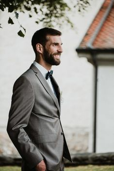 0c7bbe946a Tenue de marié homme Inspiration mariage bohème chic moody. Photographe de  mariage bohème moody en