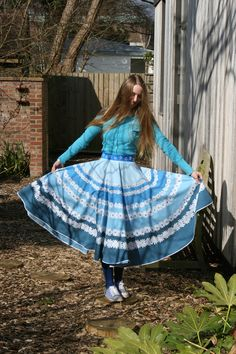 Round tablecloth to circle skirt tutorial