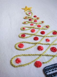 2015 diy christmas tree napkin crochet - LoveItSoMuch.com