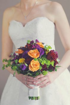 Love this #classic wedding look ...beautiful bouquet and gorgeous dress from @allurebridals {Vanessa Joy Photography}