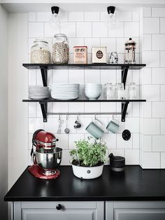 Stylish Open Kitchen Shelf Ideas Kitchens Looking for ways to update your kitchen is to find some upper cabinets and replace them with shelves instead. Kitchen Shelves, Kitchen Tiles, Kitchen Dining, Kitchen Decor, Open Shelves, Black Shelves, Floating Shelves, Interior Exterior, Kitchen Interior