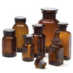 Brown glass, screw cap made of black duroplastic with plastic insert. Volume 250 ml. - Pharmacy Container at Manufactum
