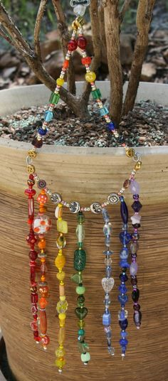 Chakra Window Color Band - easy to adapt to a suncatcher Bead Crafts, Diy And Crafts, Arts And Crafts, Chakras, Wiccan Crafts, Glass Wind Chimes, Hanging Mobile, Beaded Ornaments, Swarovski
