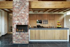 modern landelijke keukens met open haard Kitchen Grill, New Kitchen, Kitchen Modern, Kitchen Ideas, Ideas Hogar, Future House, Home Kitchens, Interior And Exterior, Ideas Para