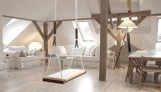 Balanço de madeira na sala