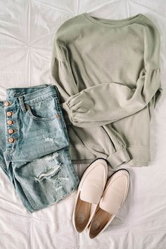 Transitional Spring Wardrobe Essentials, My Favorite Styles For Spring! Sharing my favorite transitional spring wardrobe essentials! Several spring style ideas for your closet this year! Spring Summer Fashion, Spring Outfits, Winter Outfits, Autumn Fashion, Spring Style, Spring Looks, Winter Clothes, Spring Dresses, Winter Style