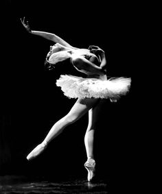 """Alicia Alonso in """"Swan Lake"""", late 1940's. Photo by Maurice Seymour."""