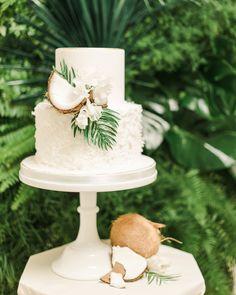 10 Wedding Cake Options to Break the Schemes beach wedding cakes 10 Wedding Cake Options to Break Out Of the Ordinary Hawaii Wedding Cake, Summer Wedding Cakes, Hawaii Cake, Beach Wedding Cakes, Beach Cakes, Luau Cakes, Kauai Wedding, Summer Weddings, Beach Weddings